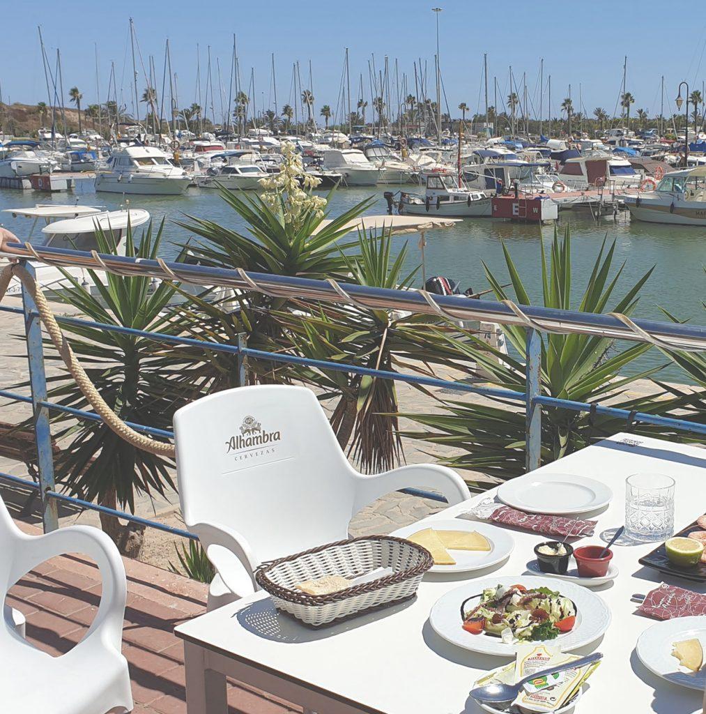 Enkeltje Costa Blanca restaurant aan de haven van Guardamar